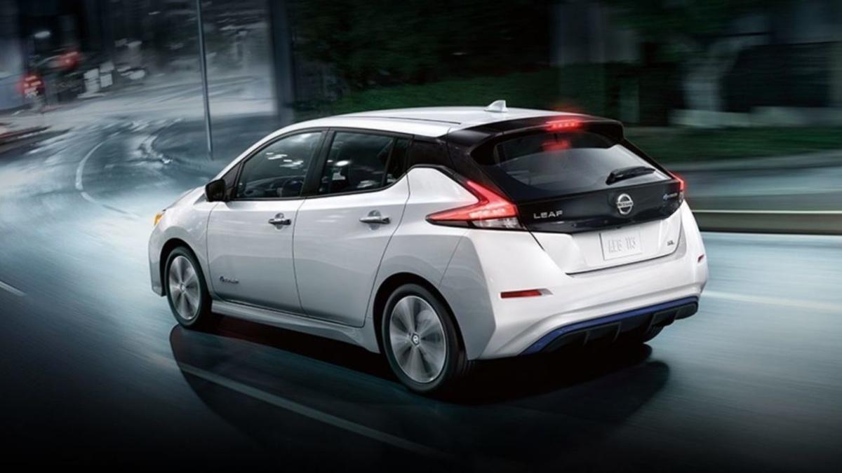 У базовой версии Nissan Leaf e-plus оказался вид сзади