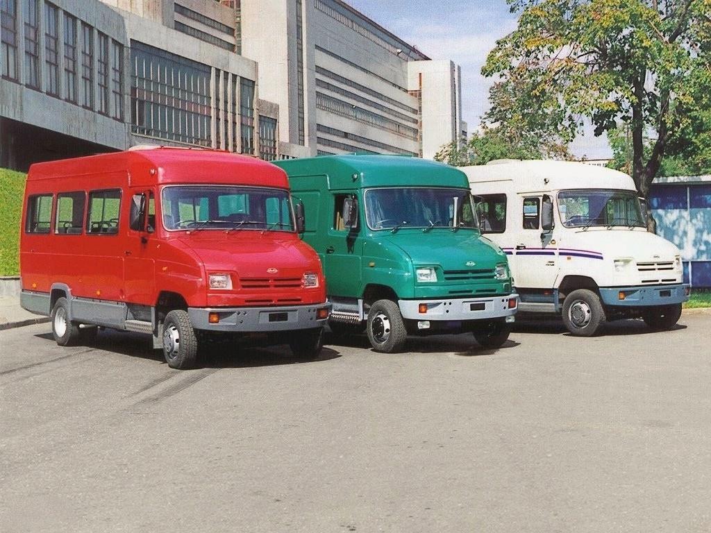 Вот такие автобусы и цельнометаллические фургоны когда-то сходили с конвейера Завода имени Лихачева