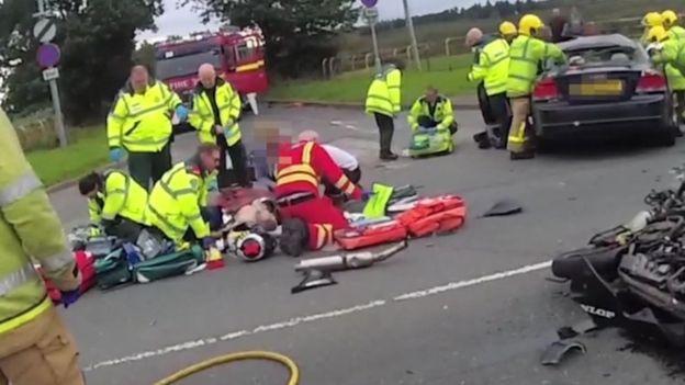жуткая авария мотоциклиста и его чудесное спасение