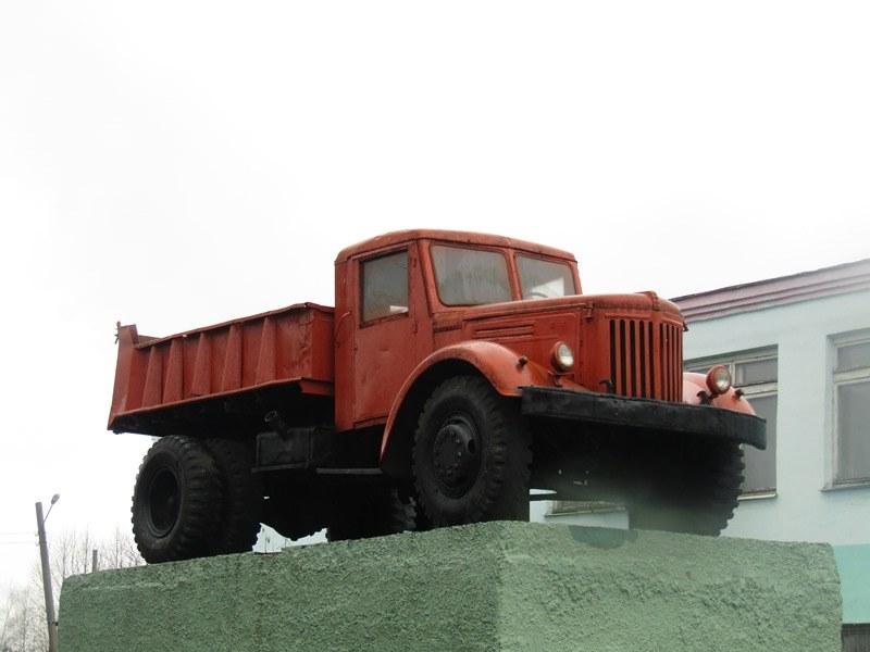 МАЗ-205 на постаменте АТП №1 в г. Витебске
