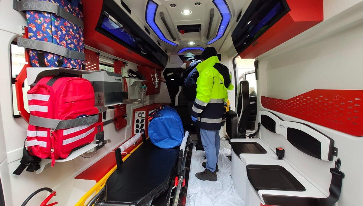Компания Ferrari передала итальянским врачам скорой помощи новый автомобиль (ФОТО)