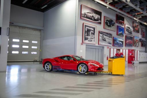 Компания Ferrari выпустила первый автомобиль после карантина (ФОТО)