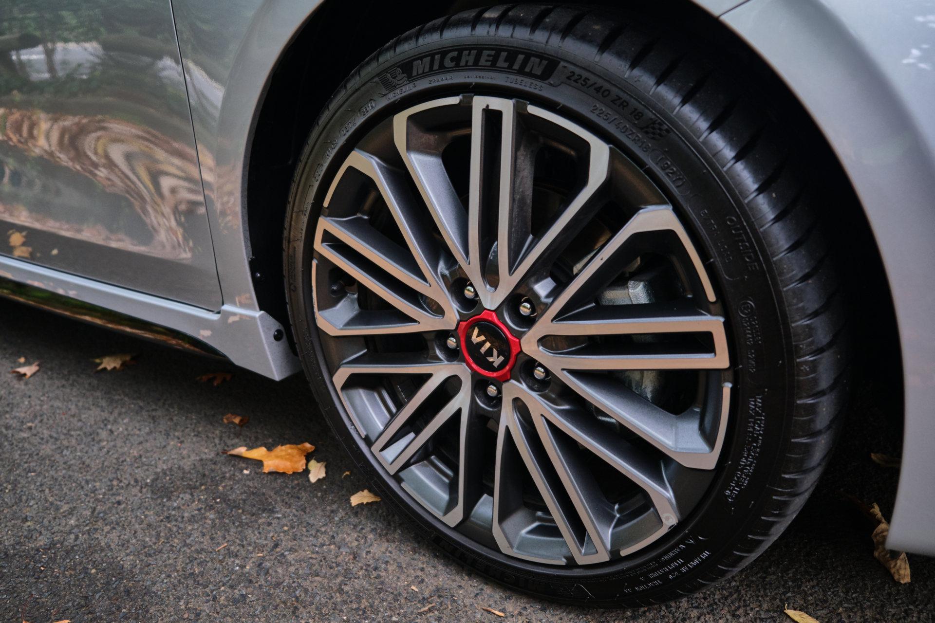 Компания Kia похвасталась новеньким хот-хэтчем Cerato GT: чем удивит модель (ФОТО)