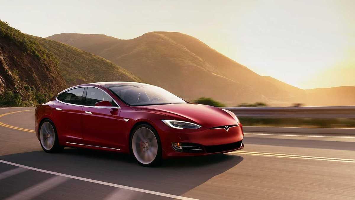 Tesla первой в мире начала продажи самого 'дальнобойного' электрокара