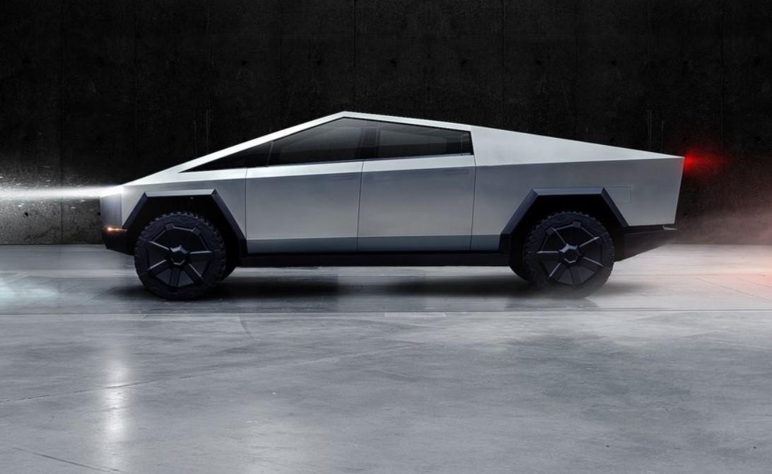 Tesla уступила всем брендам ве Топ-100