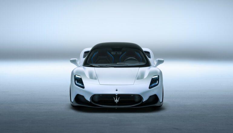 Представлен новый среднемоторный суперкар Maserati MC20