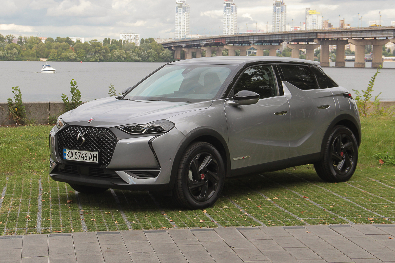 Тест-драйв DS 3 Crossback: большой оригинал в компактном формате (видео)
