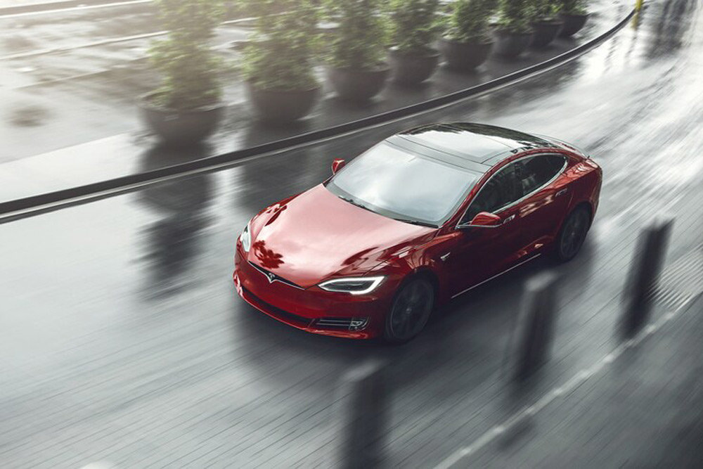 У Tesla Model S рассыпалась подвеска на скорости 200 км/ч