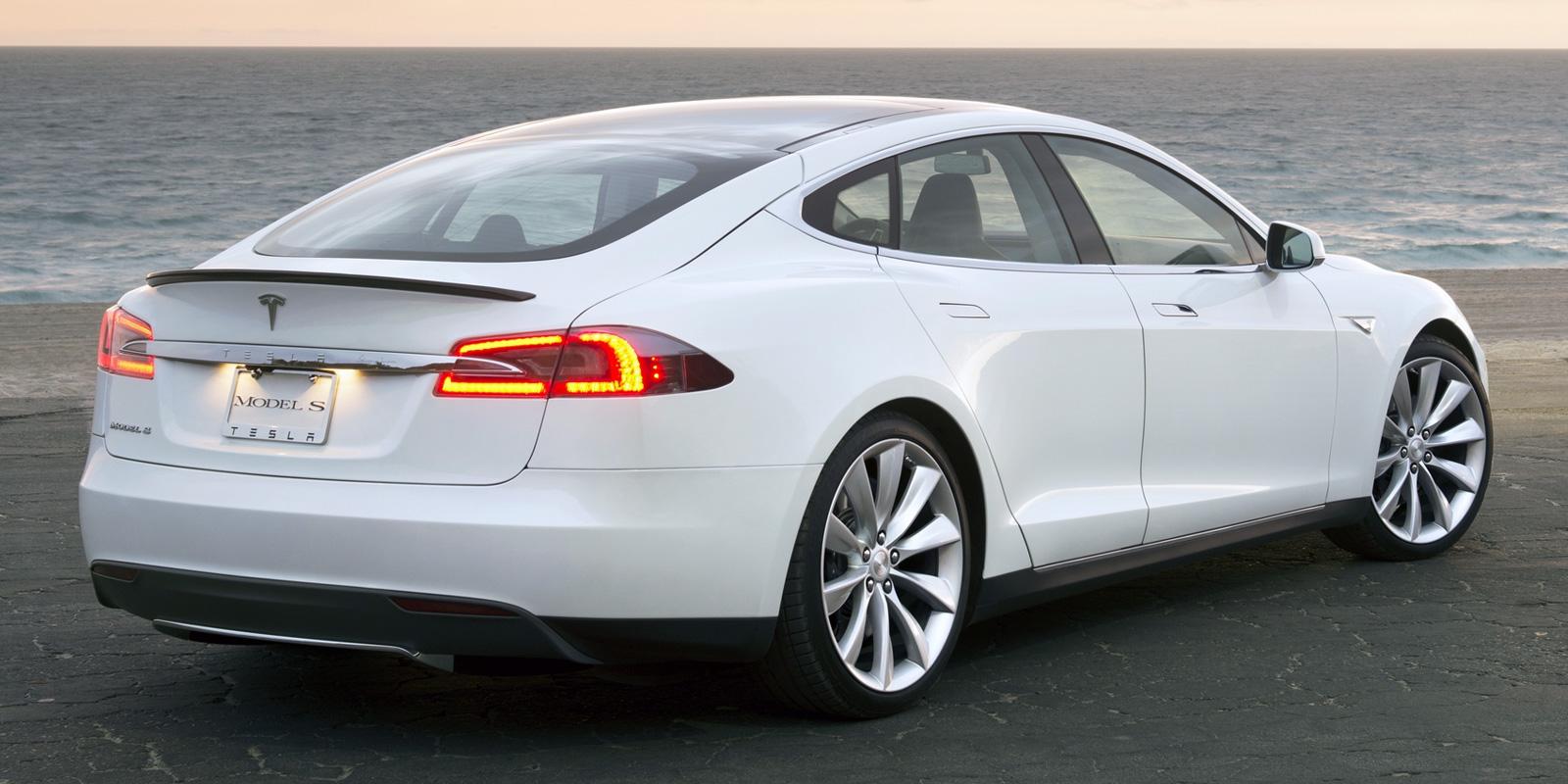 Злоумышленник случайно угнал Tesla за миллион долларов, но дело не в машине