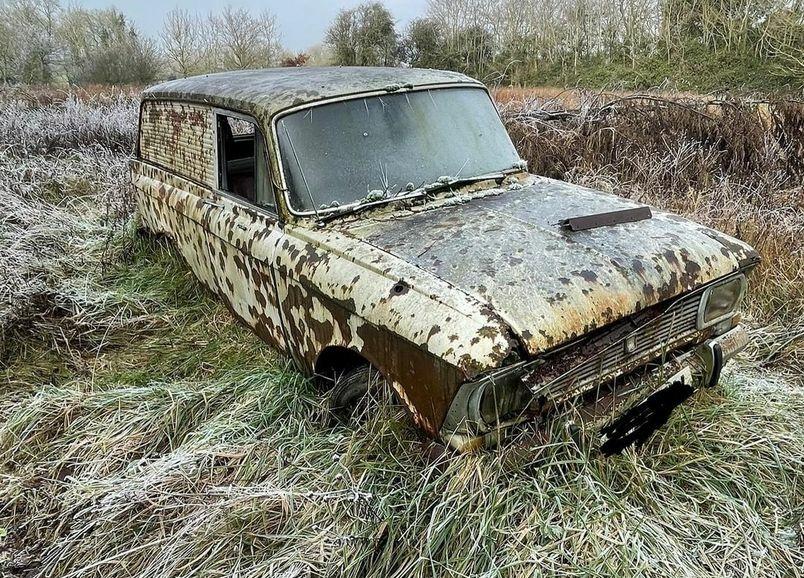В Англии восстанавливают раритетный фургон «Москвич-434П»
