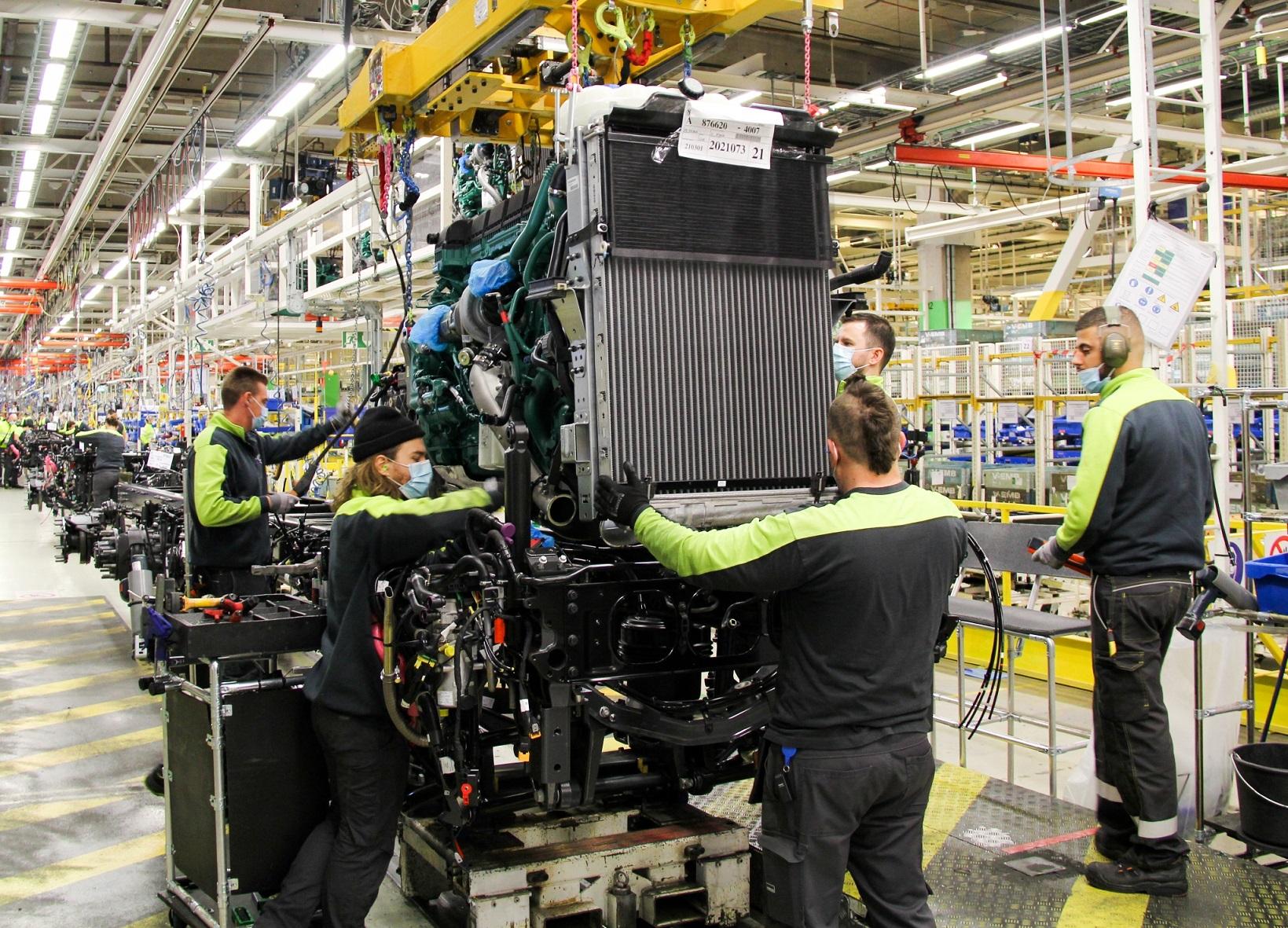 Volvo Trucks начинает серийное производство нового поколения крупнотоннажных грузовиков