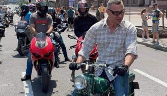 Виталий Кличко проехался на мотоцикле