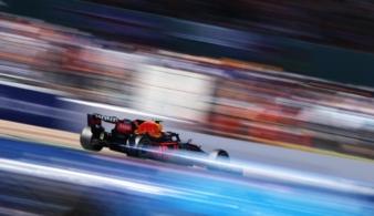 Чемпион Формулы-1 соревнуется до последних кругов