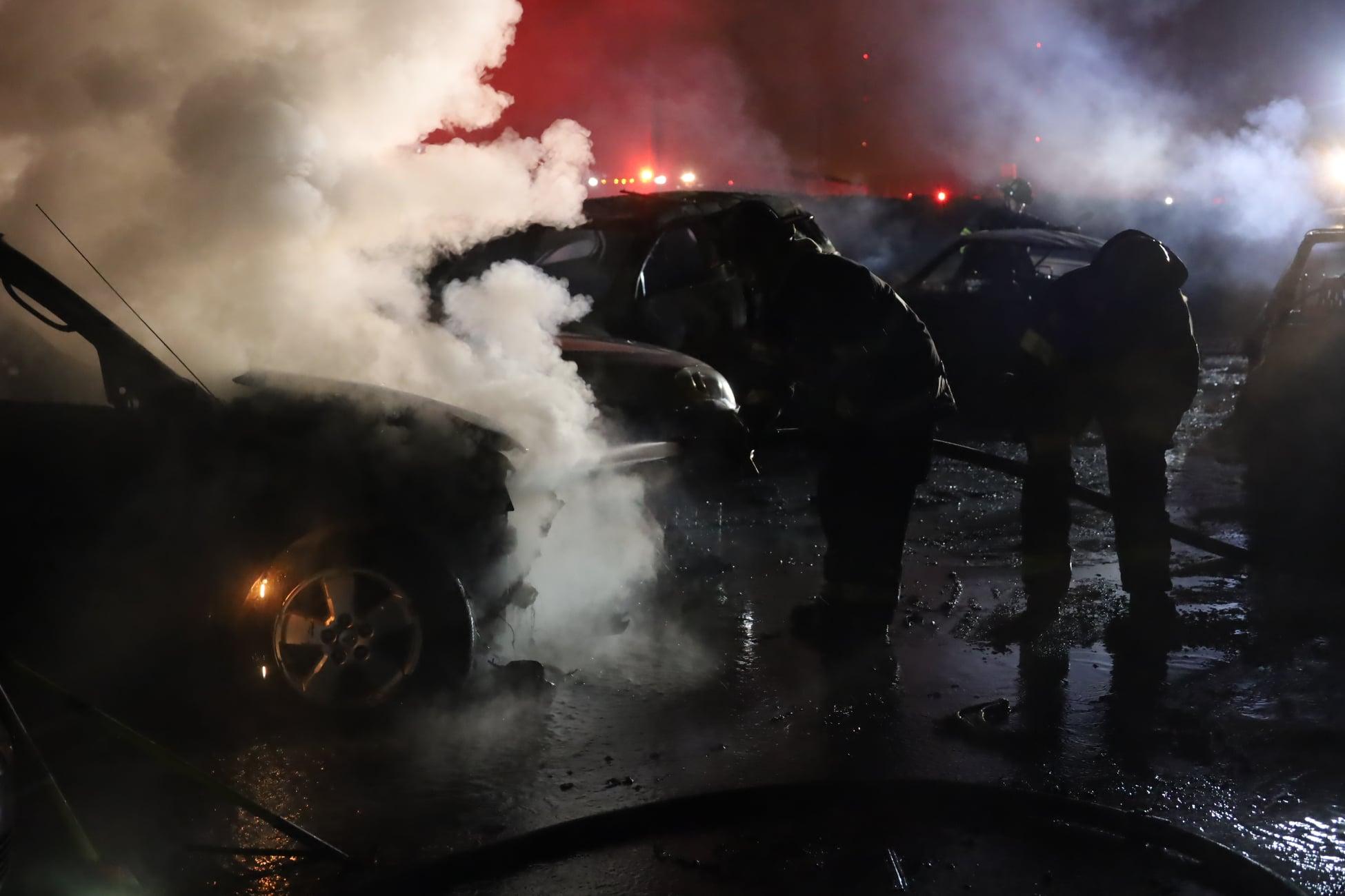 40 автомобилей выставленных на продажу выгорели дотла (видео) 2